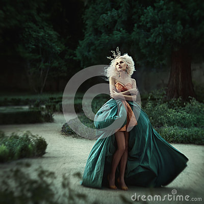 Free Beautiful Princess In Garden Royalty Free Stock Image - 39108336