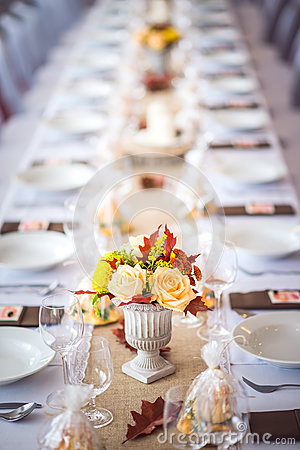 Free Beautiful Restaurant Interior Table Decoration For Wedding Or Event. Flower Wedding Table Decoration/ Autumn Colors. Royalty Free Stock Photography - 86576557