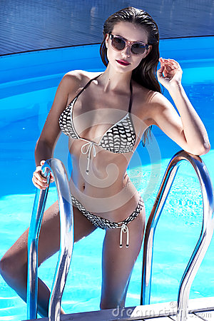Free Beautiful Sexy Young Woman With Perfect Slim Figure With Long Wet Hair And Bathing Suit Fashion In Stylish Glasses From Sun Coming Stock Photo - 48915920