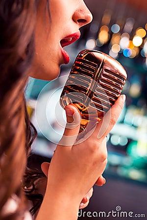 Free Beautiful Singing Glamour Model Singer. Karaoke Song Royalty Free Stock Images - 64946559