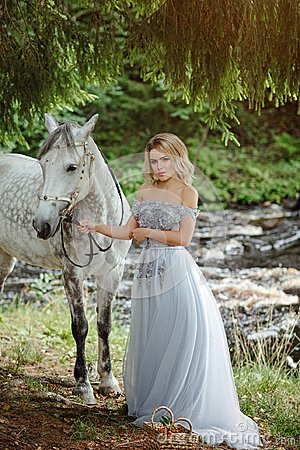 Free Beautiful Slender Blond Girl In Dress Hugging A Gray Horse, Outd Royalty Free Stock Images - 101357769