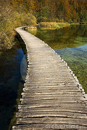 Free Beautiful Sunny Autumn Day Near Plitvice Lakes Royalty Free Stock Images - 7723229