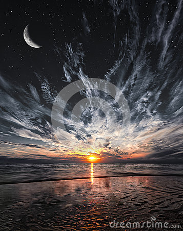 Free Beautiful Sunset On The Beach, Stars And Moon On The Sky Royalty Free Stock Photography - 47174877