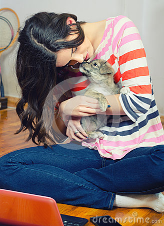 Free Beautiful Teenage Girl Playing With Small Dog Puppy Royalty Free Stock Images - 54680629