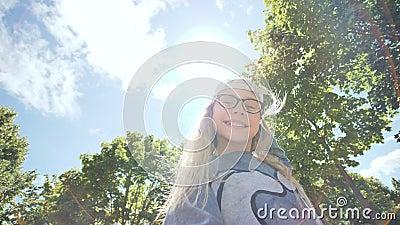Video pro teenagery a oldmany