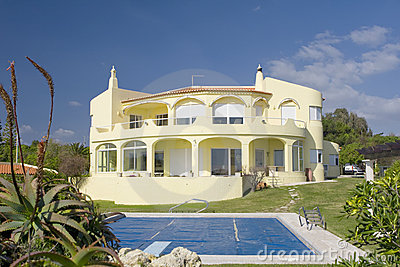 Beautiful villa with a garden and a pool