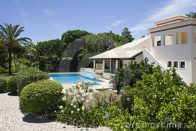 Beautiful villa with a healthy garden and a pool