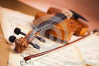Beautiful violin and notes!