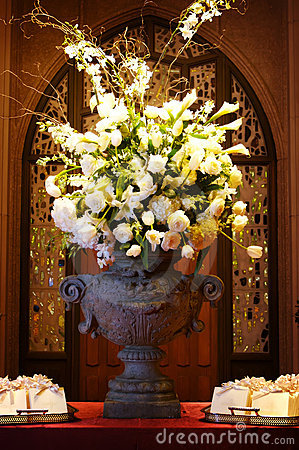 Free Beautiful Wedding Flowers Inside A Church Stock Image - 5234011