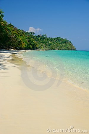 beautiful white sand beach of koh rok island