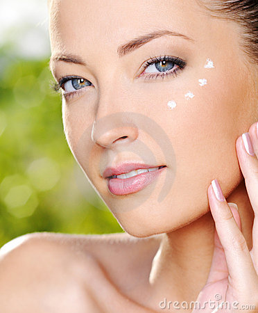 Free Beautiful Woman Applying Cream Near Eyes Royalty Free Stock Images - 16759729