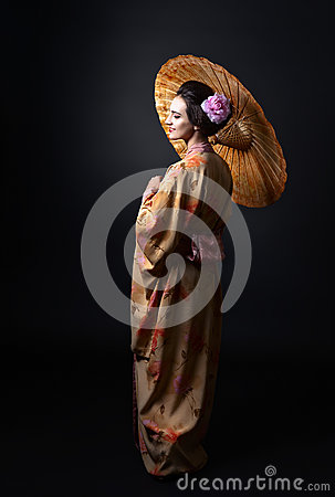 Free Beautiful Woman In Traditional Japanese Kimono With Umbrella Stock Photography - 87098112