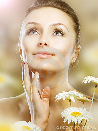 Free Beautiful Woman With Camomiles Royalty Free Stock Image - 19093286