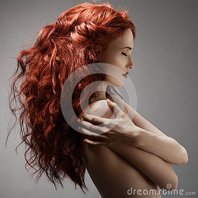 Free Beautiful Woman With Curly Hairstyle Against Gray Background Royalty Free Stock Images - 33369169