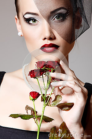 Free Beautiful Woman With Dark Red Roses Flower In Veil Retro Glamour Stock Images - 36492084