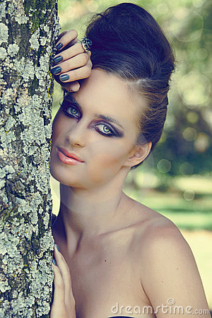 Free Beautiful Woman With Dramatic Eye Make-up Royalty Free Stock Photos - 18437838