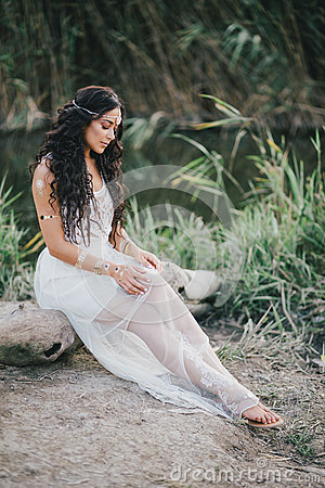 Free Beautiful Woman With Long Curly Hair Dressed In Boho Style Dress Posing Near Lake Royalty Free Stock Photos - 58696698