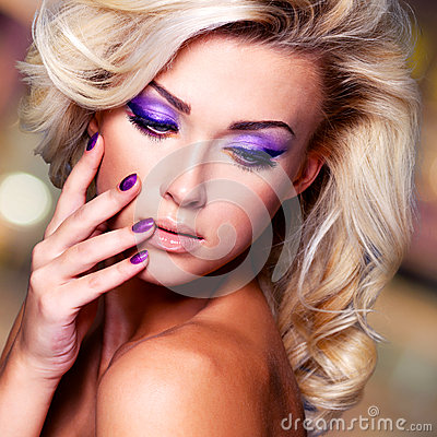Free Beautiful Woman With Purple Nails And Glamour Makeup Stock Photos - 34563533