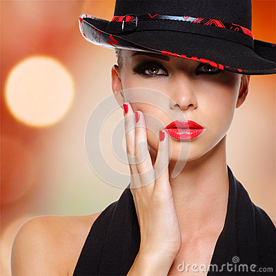 Free Beautiful Woman With Red Lips And Nails In Black Hat Royalty Free Stock Photography - 33152697