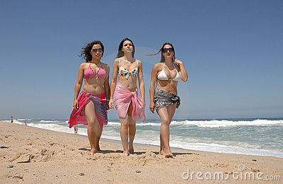 Beautiful woman´s walking on the beach