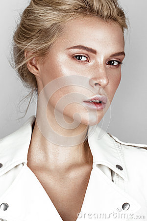 Free Beautiful Young Girl In White Dress With A Light Natural Make-up. Beauty Face. Royalty Free Stock Images - 84224719