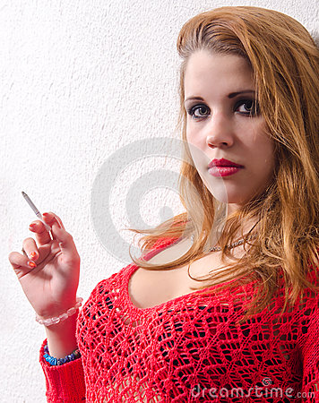 Regordeta adolescente fumando chicas sexy