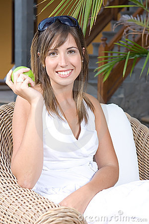 Beautiful young woman relaxed eating an apple