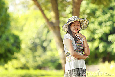 Beautiful young woman smiling in a park