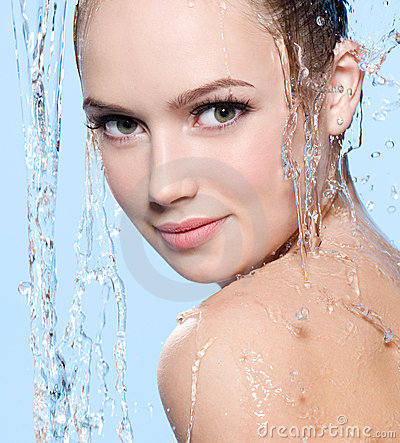 Free Beautiful Young Woman Under The Stream Of Water Royalty Free Stock Images - 18635069