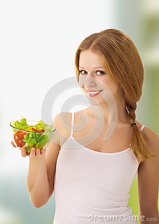 Beautiful young woman with vegetarian salad