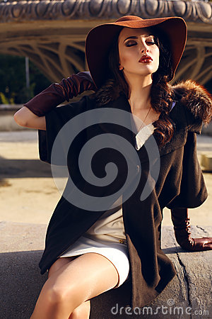 Free Beautiful Young Woman With Dark Hair In Elegant Coat And Hat Royalty Free Stock Image - 46011106