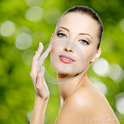Free Beautiful Young Woman With Fresh Skin Of Face Stock Image - 31701151