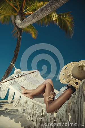 Free Beautiful Young Woman With Hat On White Beach, Beautiful Scenery With Woman In Maldives, Tropical Paradise Stock Photography - 143380742