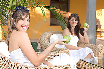 Beautiful young women relaxed eating an apple