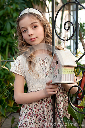Free Beautifull Girl With Nesting Box Stock Photography - 43349282