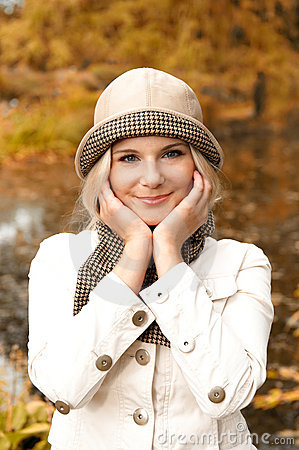 Free Beautifull Happy Girl In An Autumn Park Stock Images - 11256174