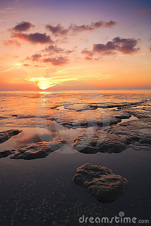 Beautuful tranquil sunset over the ocean