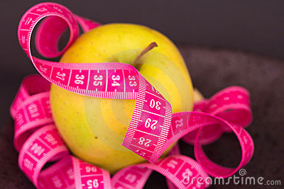 Beauty and diet: apple and measuring tape