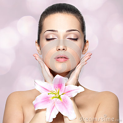 Free Beauty Face Of Pretty Woman With Flower. Beauty Treatment Concept. Royalty Free Stock Images - 28611069