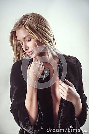Beauty Fashion Blonde Model Girl in Dark Fur Coat