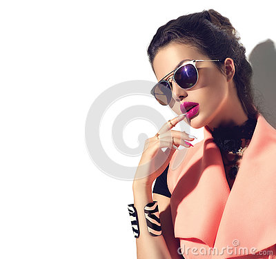 Free Beauty Fashion Model Girl Wearing Stylish Sunglasses Royalty Free Stock Photo - 76060635