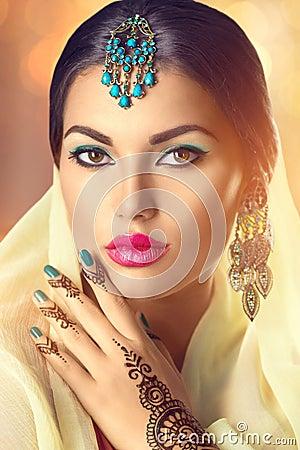 Free Beauty Indian Woman Portrait. Brunette Hindu Model Girl Royalty Free Stock Photo - 59222125