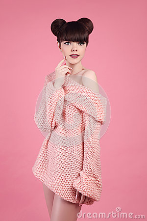 Free Beauty Makeup. Fashion Teen Girl Model. Brunette With Matte Lips Stock Photo - 94926770