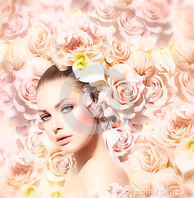 Free Beauty Model Girl With Flowers Royalty Free Stock Images - 34391499