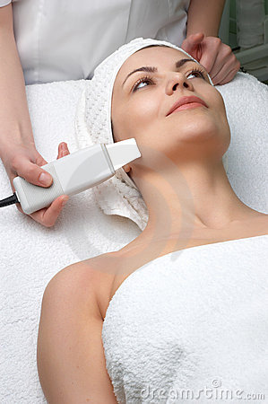 Free Beauty Salon Series, Ultrasound Skin Cleaning Royalty Free Stock Images - 5011519