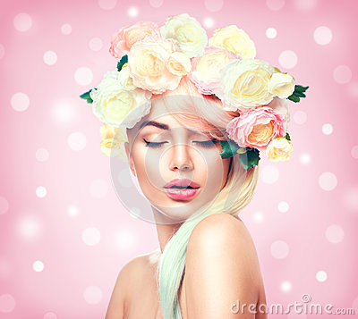Free Beauty Summer Model Girl With Colorful Flowers Wreath Royalty Free Stock Photo - 88368985