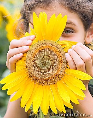 Free Beauty Teen Girl With Sunflower Stock Photos - 5958423