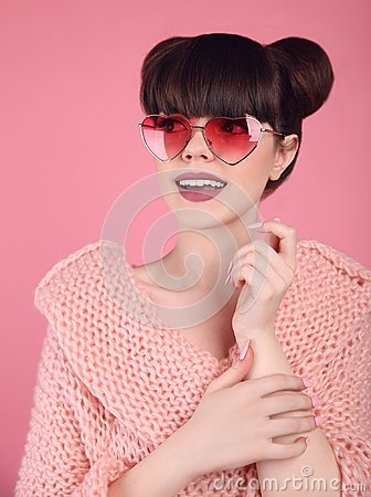 Free Beauty Wow. Fashion Surprise Teen Girl Model. Brunette In Heart Royalty Free Stock Photos - 100209288