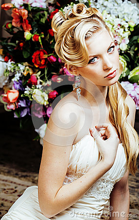 Free Beauty Young Bride Alone In Luxury Vintage Interior With A Lot Of Flowers Close Up Royalty Free Stock Photos - 81310978