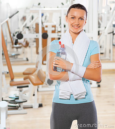 Free Beautyful Smiling Standing Sportswoman With Bottle Of Water In G Royalty Free Stock Image - 40083286